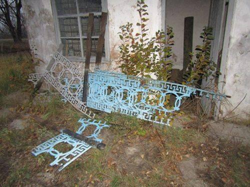 На Черкащині судитимуть чоловіків, які демонтували металеві огорожі на кладовищі