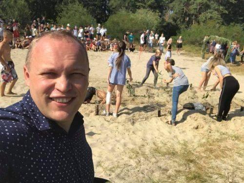 З флешмобами та іграми: Як черкаські школи відзначили свято Першого дзвоника