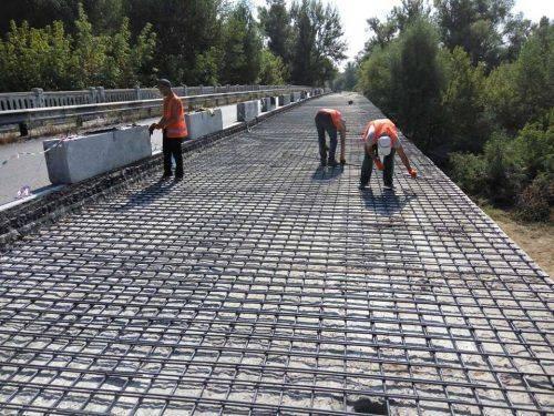 На Канівщині триває ремонт мосту через річку Рось (фото)