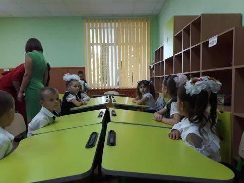 Новенькі парти, спортінвентар і відро меду: РПЛ привітала школярів з початком нового навчального року