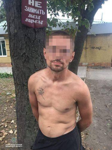 Поліцейські затримали двох чоловіків, які пограбували черкащанина (фото)