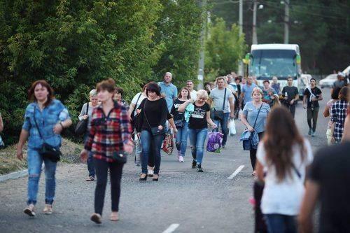 """Закохані """"вовчиці"""": на концерт відомого співака з Черкащини утворився затор до 13 км (фото, відео)"""