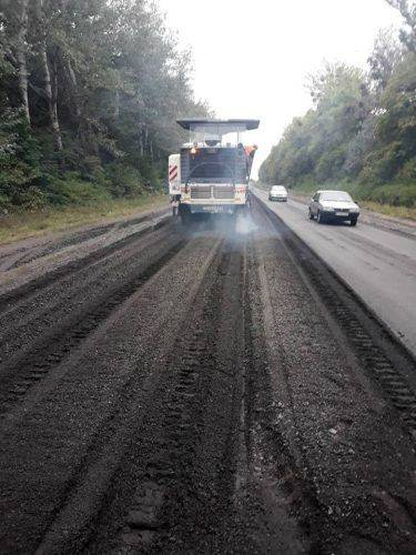На Черкащині тривають роботи з поточного середнього ремонту дороги (фото)