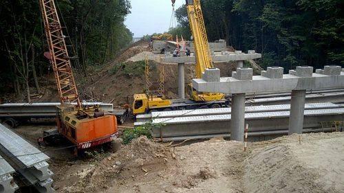 На Уманщині триває реконструкція шляхопроводу (фото)
