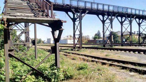 На Черкащині міст на залізничному вокзалі 15 років перебуває в аварійному стані (фото)