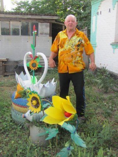 На Черкащині чоловік створює унікальні прикраси із побутових відходів (фото)