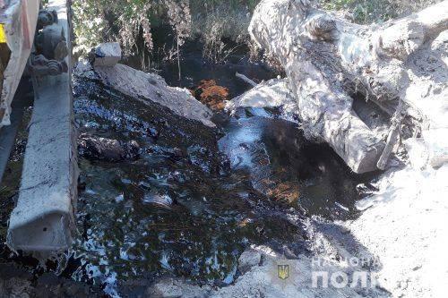 На Черкащині зафіксовано злив невідомої чорної речовини (фото, відео)
