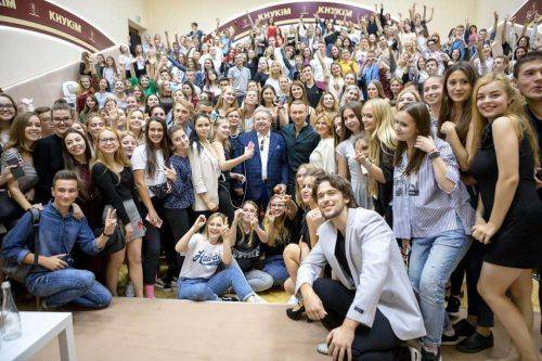 Відомий співак з Черкащини провів першу лекцію у київському виші