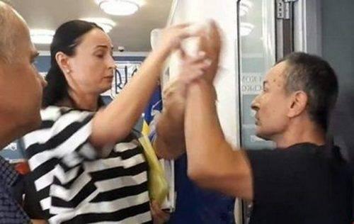 Ти чоловік, чи ні? - жінка секретар Уманської міськради побилася із місцевим активістом через назву вулиці (відео)