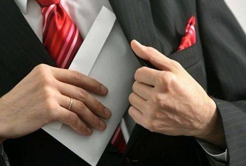 На Черкащині посадовцю, який попався на хабарі, оголошено про підозру