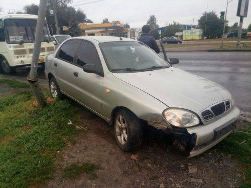 У Черкасах автомобіль протаранив пішохідний світлофор