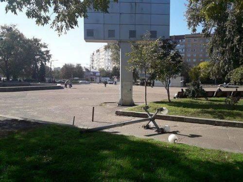 У Черкасах вандали зруйнували вуличні конструкції (фото)