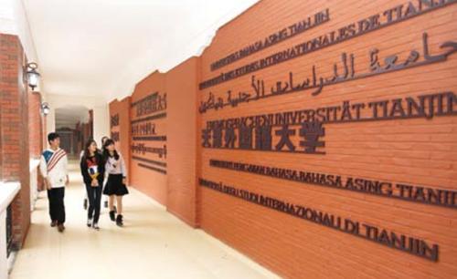 Китайські студенти привітали викладачів уманського вишу (відео)