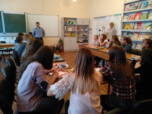 Учні канівських шкіл вперше поспілкувалися іноземними мовами з нардепом