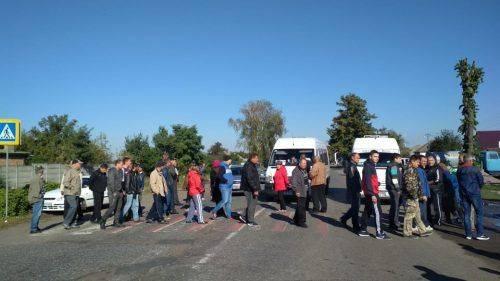 На Черкащині обурені селяни перекрили трасу на Київ