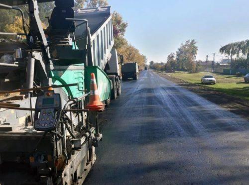У Мошнах тривають роботи із поточного середнього ремонту доріг (фото)