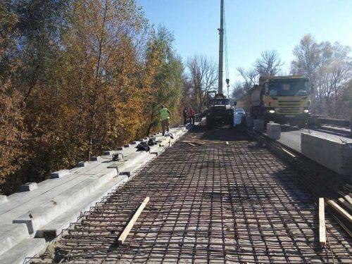 На Черкащині триває ремонт мосту через річку Рось