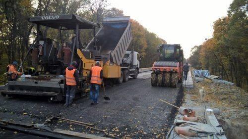 На Черкащині триває реконструкція шляхопроводу через залізничну колію (фото)