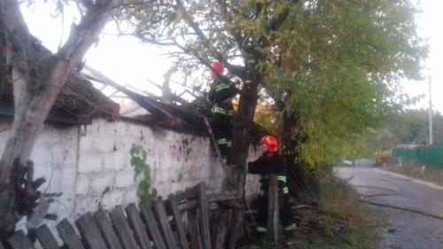 На Черкащині через цигарку загорілася надвірна споруда