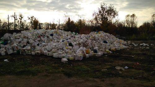 На Черкащині земельна ділянка потопає у горах небезпечних відходів (фото)