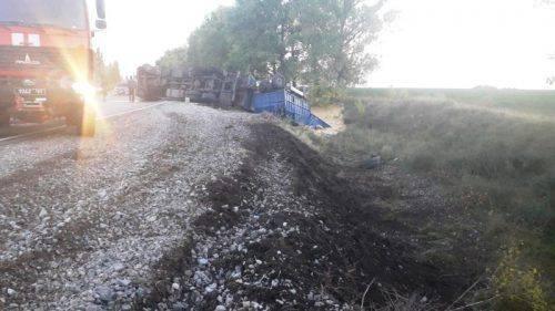 На Черкащині водій вантажівки злетів у кювет (фото)