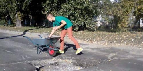 Юний черкащанин започаткував дорожній флешмоб (відео)