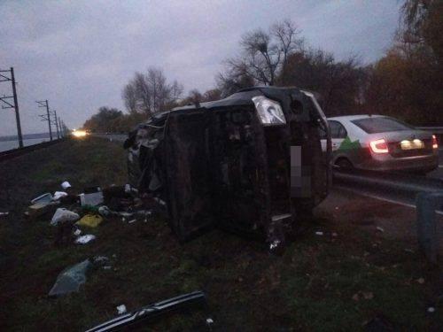 На Черкащині автівка зіштовхнулася з відбійником (фото)