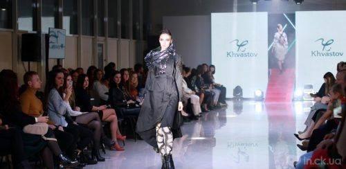 Шкіра, металік, вісімдесяті: у Черкасах відбувся показ колекцій одягу відомих українських дизайнерів (фото)