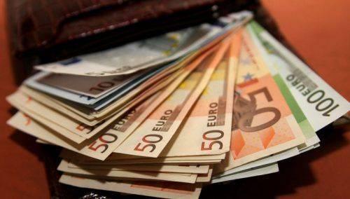 На Черкащині посадовця, який привласнив майже 8 тис. євро, тримають під домашім арештом