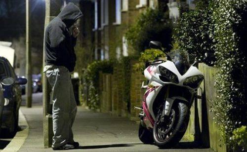 На Черкащині чоловіку, який викрав скутер, загрожує до трьох років в'язниці