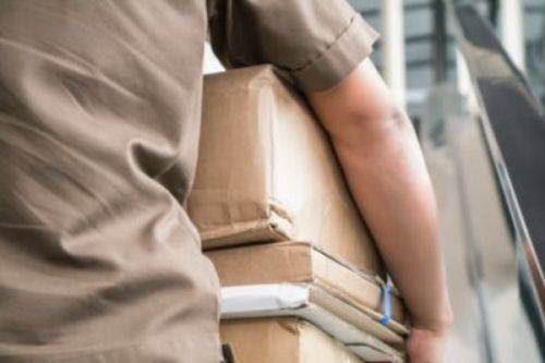 В Умані чоловік поцупив посилку під час розвантаження автівки пошти