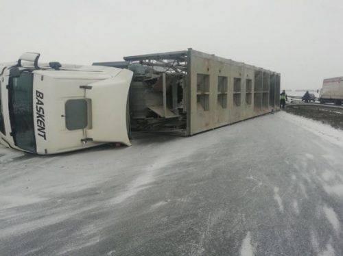 На Черкащині не розминулися вантажівка та легковик, є постраждалі (фото)