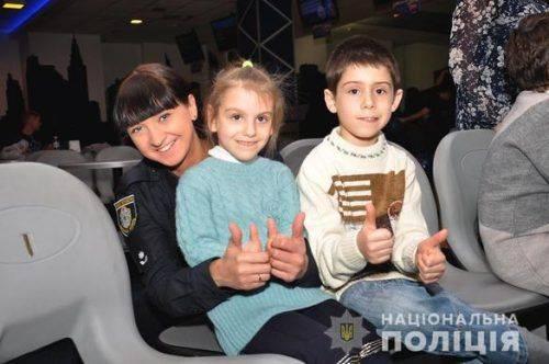 Черкаські поліцейські влаштували сюрприз для дітлахів (відео)