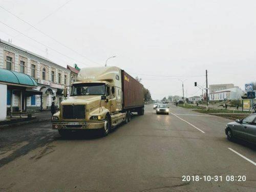 На Черкащині водій вантажівки, який намагався проскочити містом, отримав чималий штраф