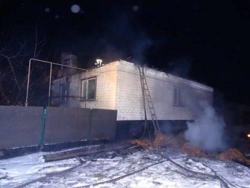 На Черкащині через коротке замикання електромережі горів будинок (фото)