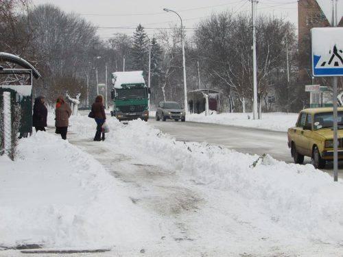 Комунальні служби Черкащини продовжують розчистку снігу