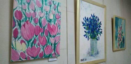 Мистецький дебют: у Черкасах тренер з кросфіту представила виставку картин (відео)