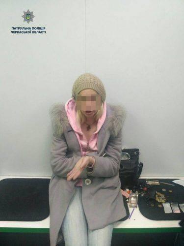 У Черкасах жінка намагалася збути фальшиві купюри (фото)