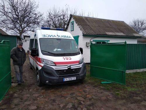 На Черкащині врятували жінку, яка впала до каналізаційної ями