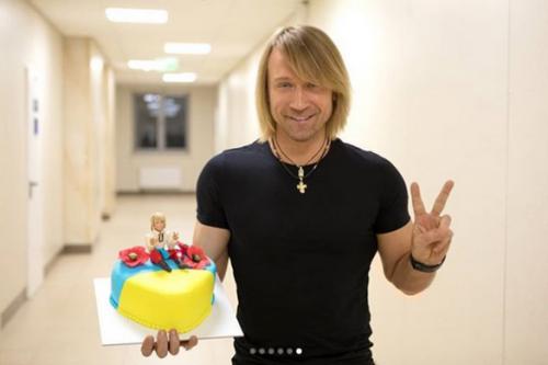 Олег Винник отримав оригінальний патріотичний подарунок від прихильників