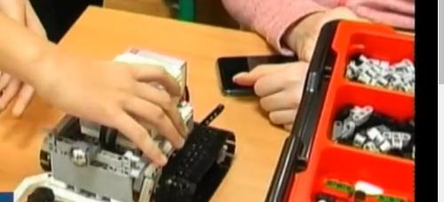 У Черкасах школярі із порушенням слуху майстрували роботів (відео)