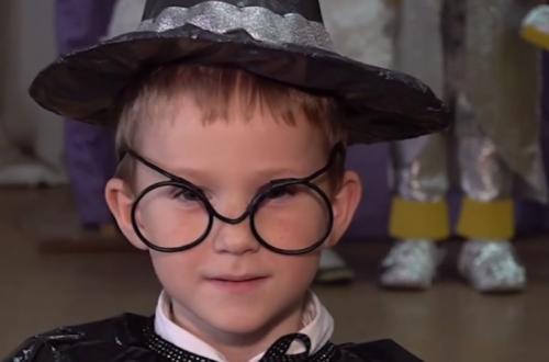 У гімназії на Черкащині продемонстрували унікальну колекцію дитячого одягу (відео)