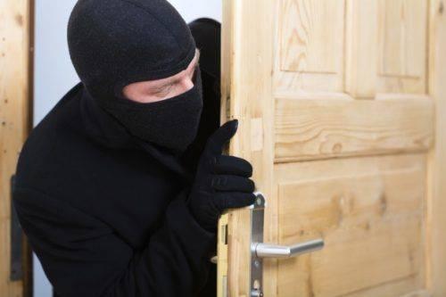На Черкащині чоловіку, який пограбував будинок, оголошено про підозру