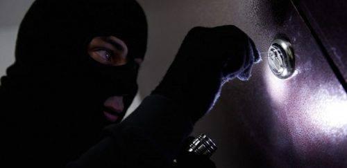 Правоохоронці затримали ремонтника, який пограбував квартиру черкащанки