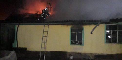 Через замикання електропроводки у Золотоноші згорів будинок (відео)