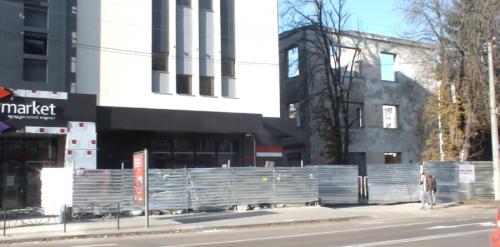 У середмісті Черкас демонтують будівлю університету (відео)