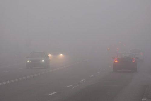 Туман та ожеледиця: водіям Черкащини радять бути уважними на дорогах