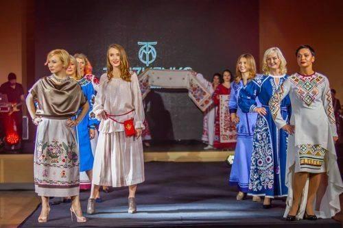 Жінки-воїни АТО продемонстрували вбрання від черкаської майстрині (фото)