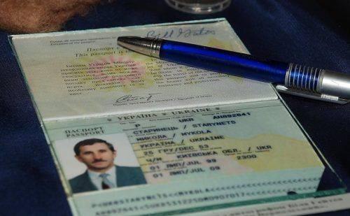 Білл Гейтс залишив автограф у паспорті черкащанина