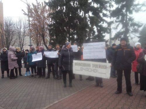 Працівники тролейбусного парку вийшли на акцію протесту